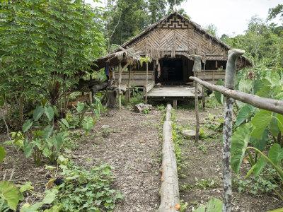 Jour6-rencontre-avec-les-mentawai-sur-lile-de-sumatra