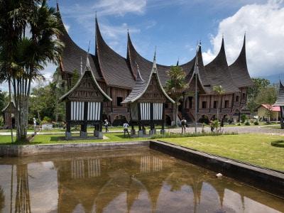 Jour1-rencontre-avec-les-mentawai-sur-lile-de-sumatra